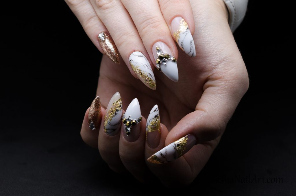 Classy marble nails with gold foil and diamonds