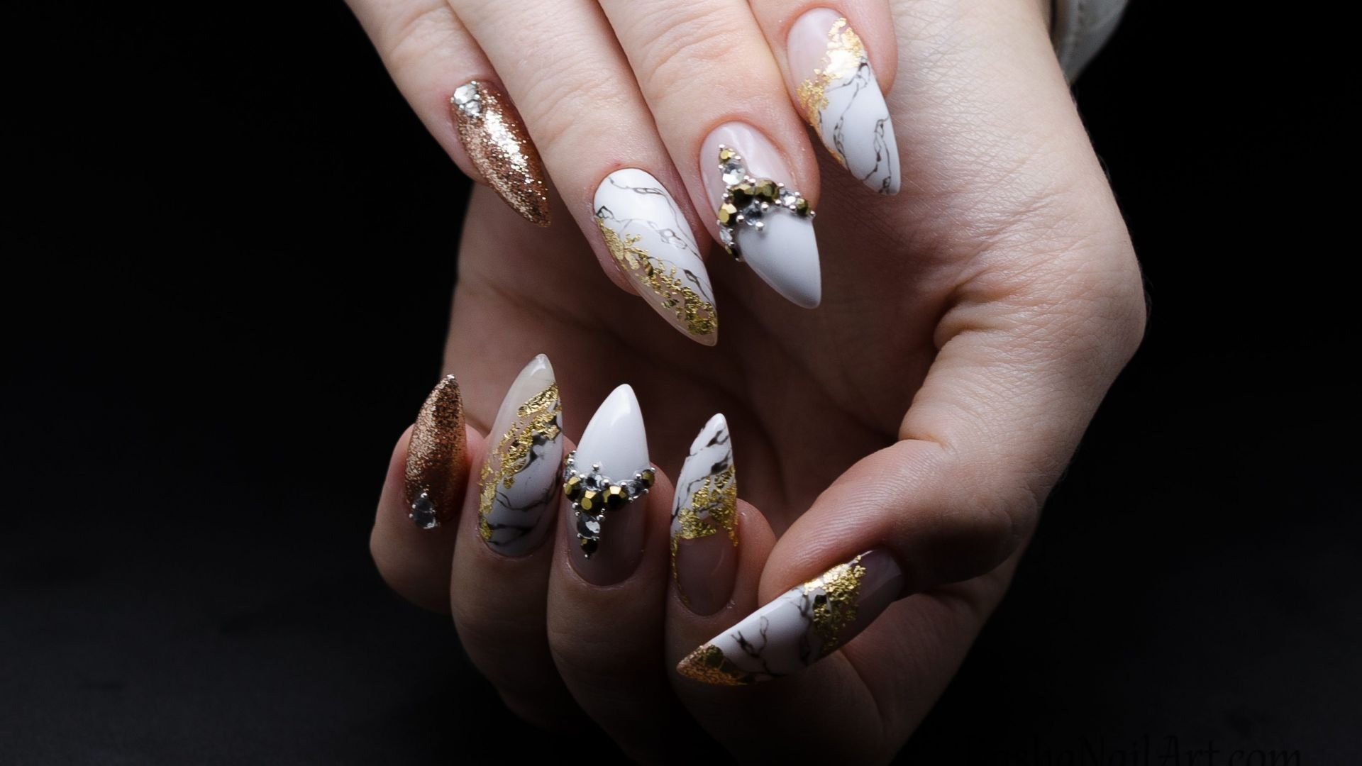 Classics nail design in the gold frame!
