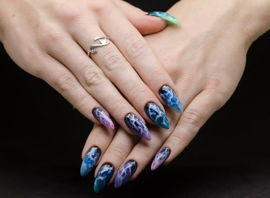Nail design that imitates a storm in the ocean.