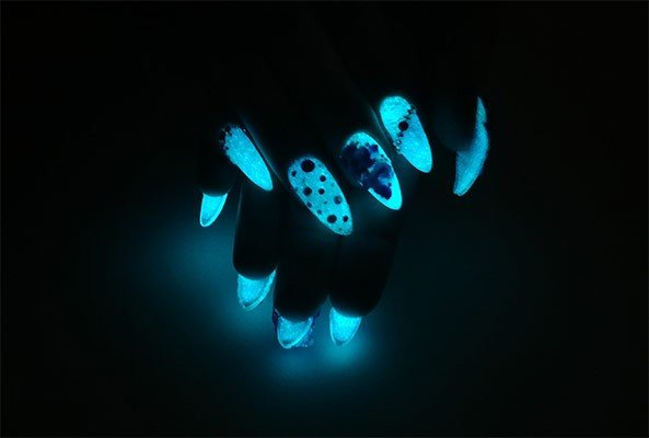 3D Flower Fantasy (Nails that Glow in the dark!)