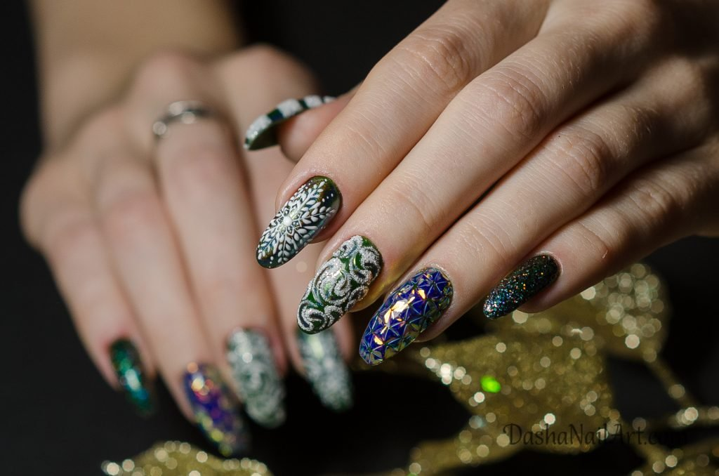 Christmas nails green with white snowflakes