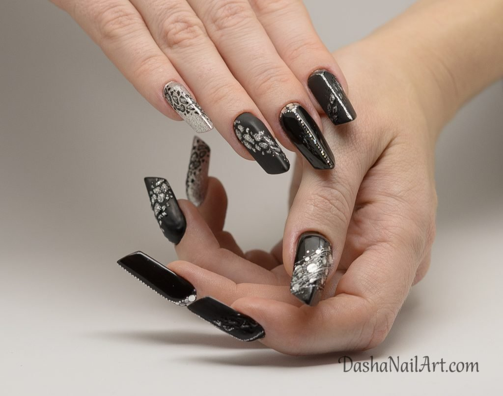 Edge nails with leopard print in black and silver colors