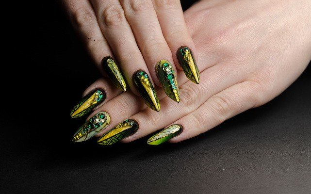 Emerald & Gold Edge Nail Design