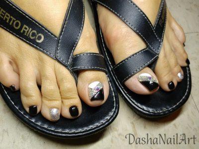 Classy black & white toes pedicure with diamonds