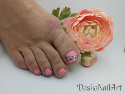 Pink matte toes pedicure with leopard print