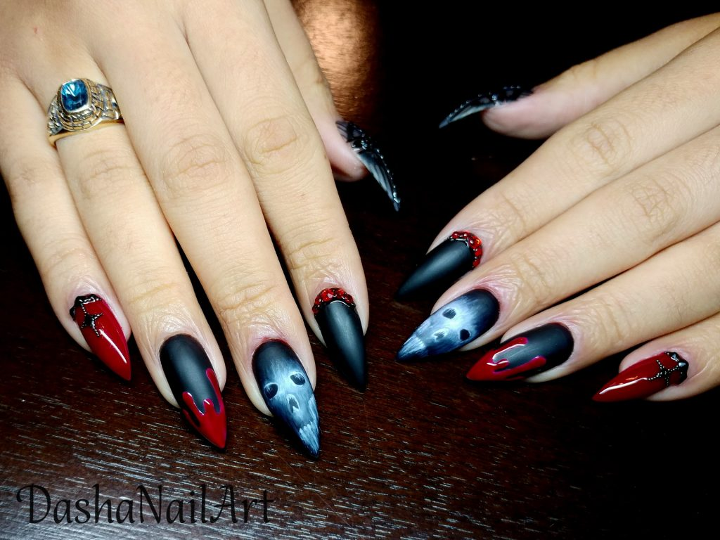 Halloween bloody scull black matte nails