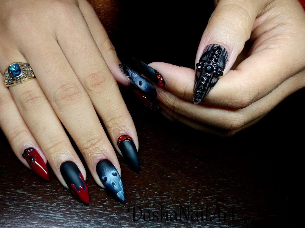 Crazy Halloween scary bloody scull black matte nails