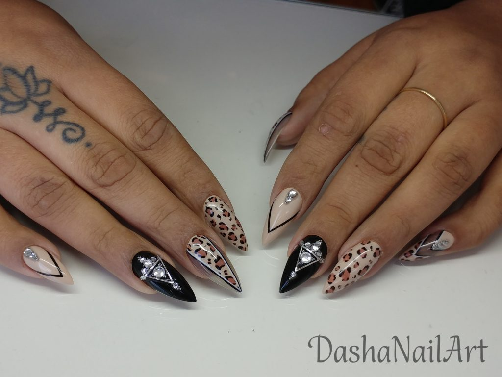 Beige nails with leopard print and diamonds