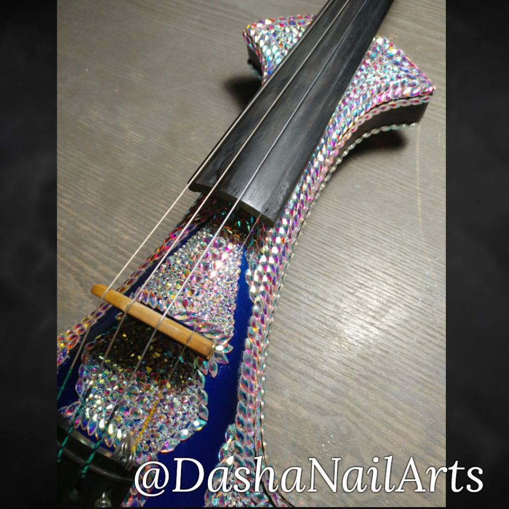 Violin diamond incrustation
