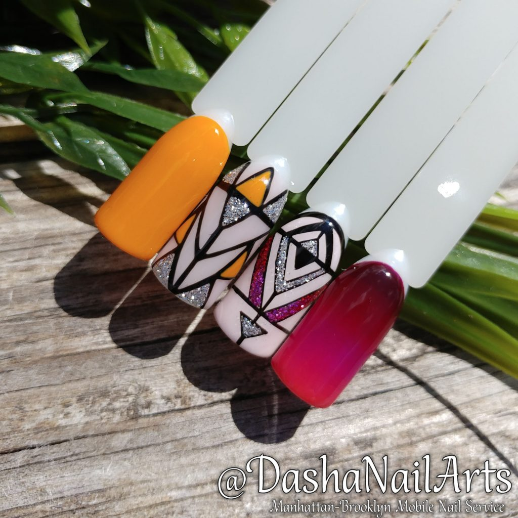Graphic nails with glitters