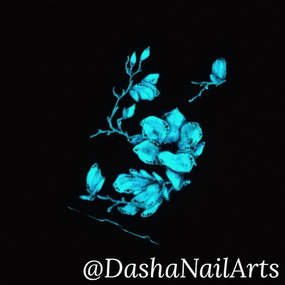 The phone case decorated with nail polish that glows in the dark!
