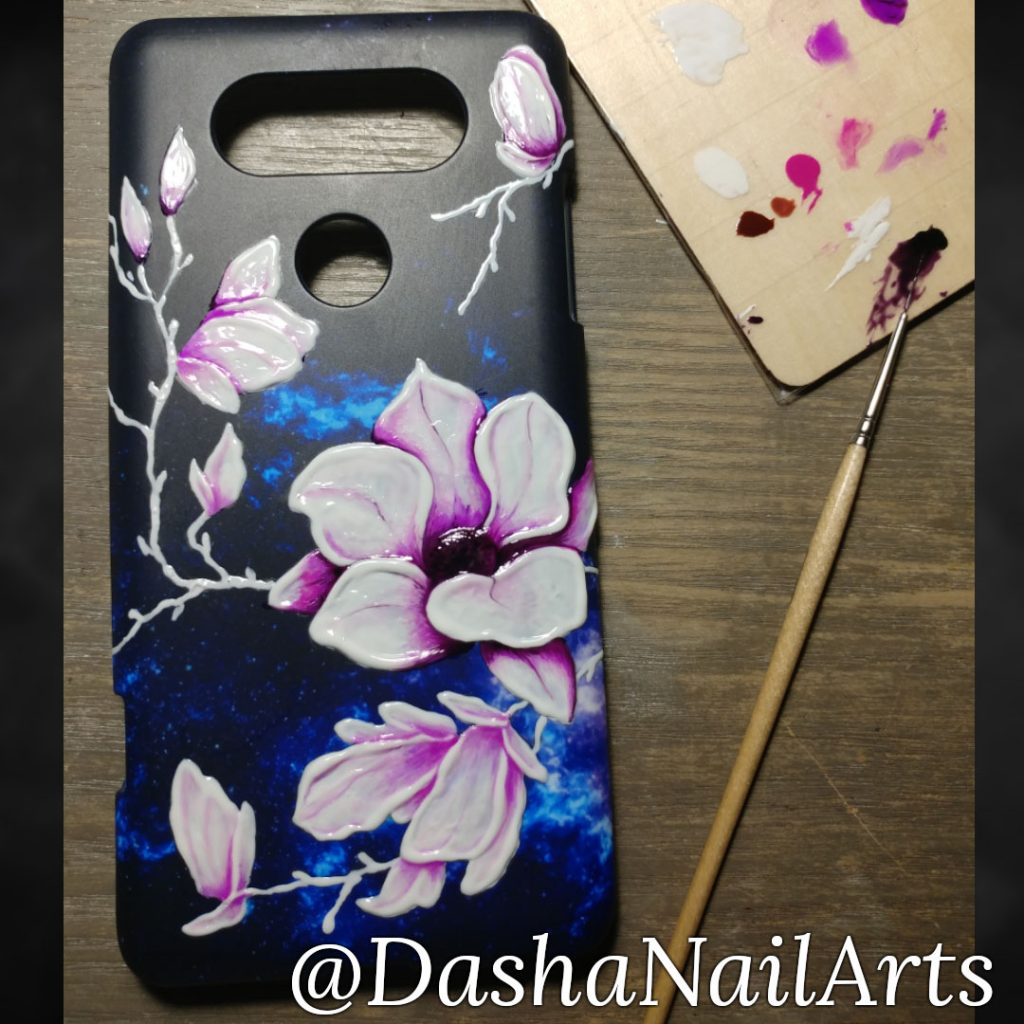 Painting the phone case by using gel nail polish